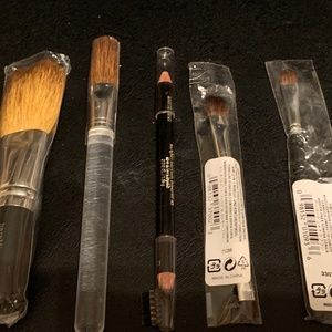 4 Make up brushes and Brow Stylist Sculptor